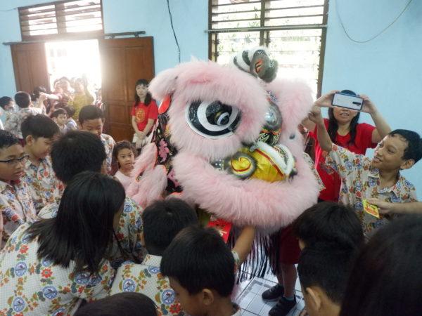 Atraksi Barongsai dan Makan Bersama Komite SD Masehi Kudus Dalam Rangka Merayakan Imlek dan Cap Go Meh 2020
